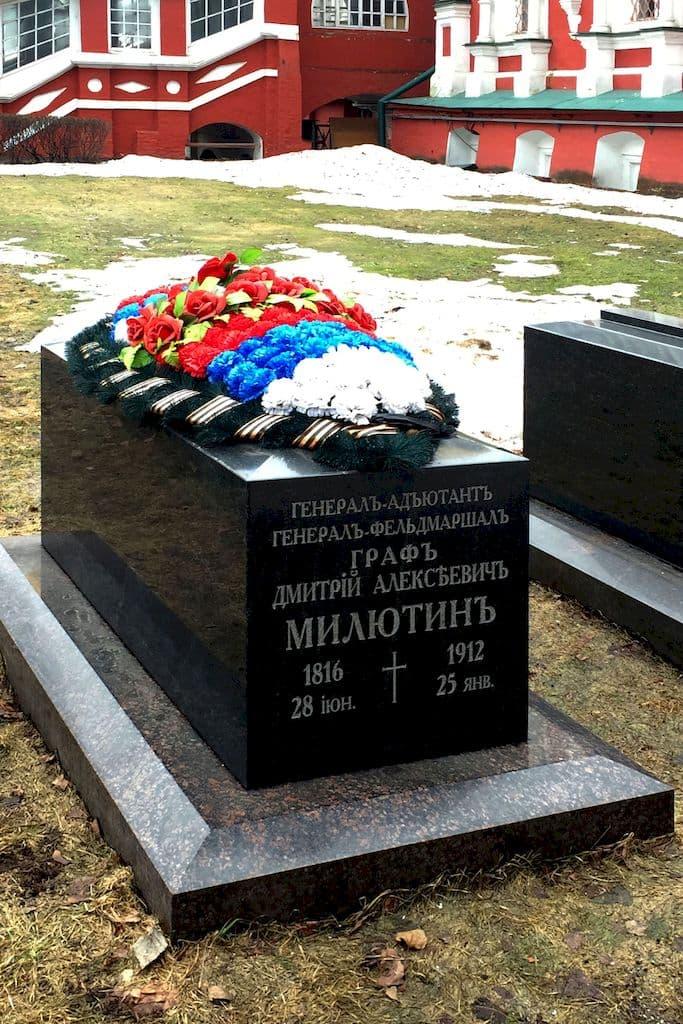 nadgrobiya-zahoronenij-v-novodevichem-monastyre_15