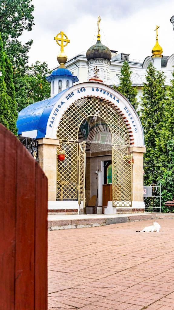 podvore-afonskogo-russkogo-pantelejmonova-monastyrya_17