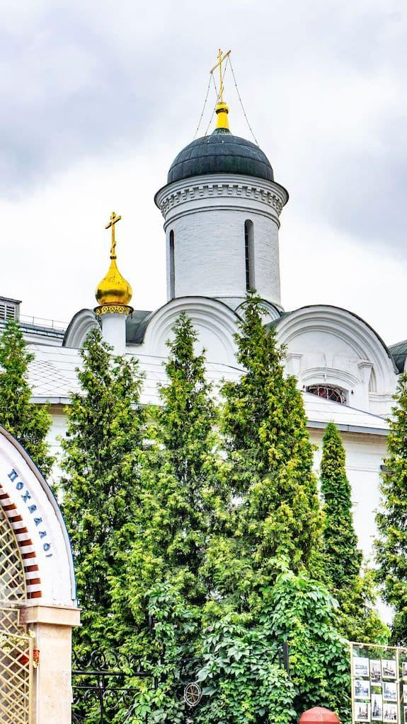 podvore-afonskogo-russkogo-pantelejmonova-monastyrya_22