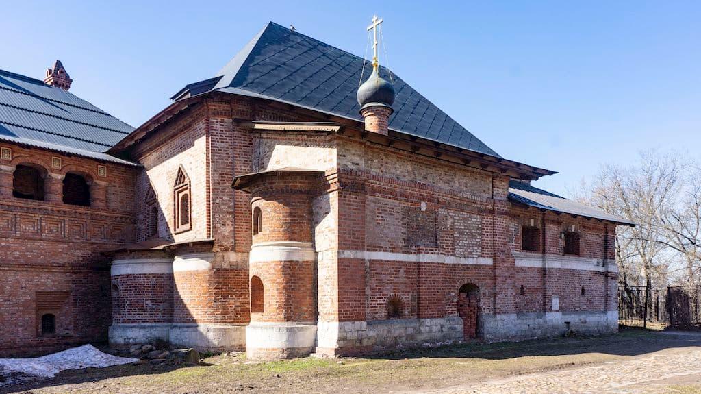cerkov-voskreseniya-slovushchego-na-kruticah_04