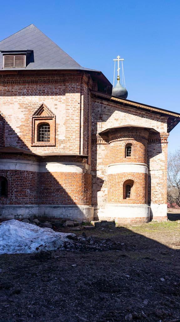 cerkov-voskreseniya-slovushchego-na-kruticah_05