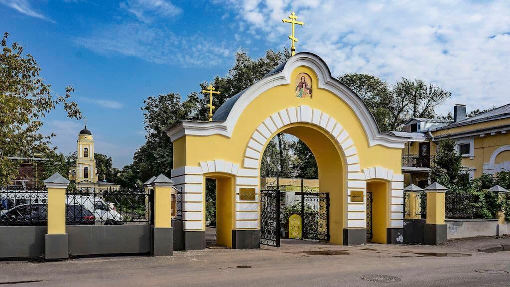 patriarshee-podvore-pri-hrame-very-nadezhdy-lyubovi-i-sofii_03