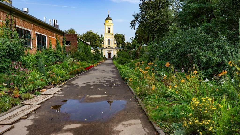 patriarshee-podvore-pri-hrame-very-nadezhdy-lyubovi-i-sofii_07