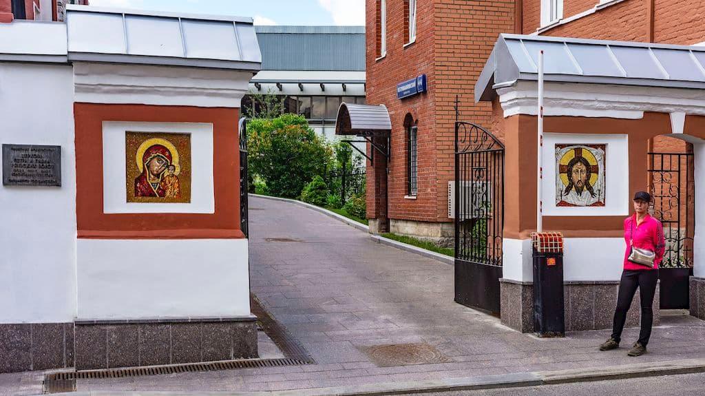 podvore-serbskoj-pravoslavnoj-cerkvi_03