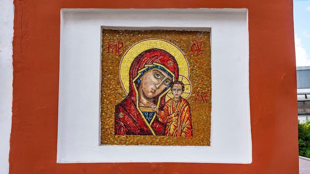 podvore-serbskoj-pravoslavnoj-cerkvi_05