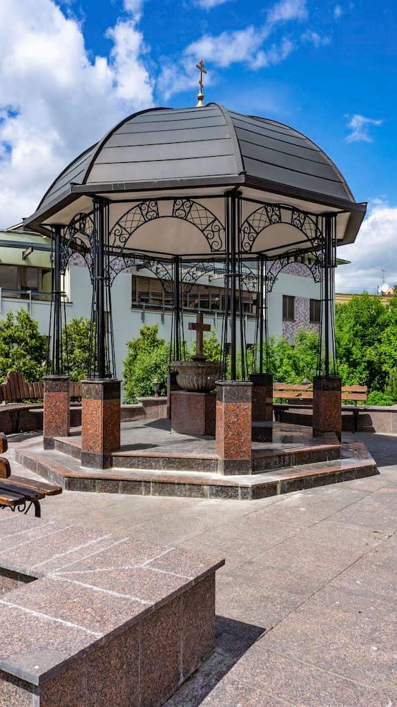 podvore-serbskoj-pravoslavnoj-cerkvi_23