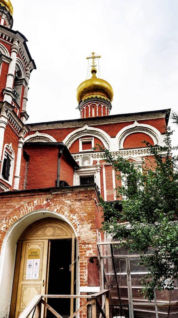 podvore-aleksandrijskoj-pravoslavnoj-cerkvi-v-moskve_11